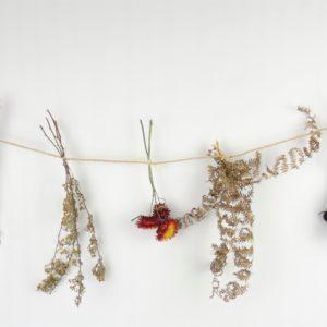 Guirlande de fleurs séchées locales